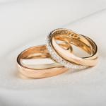 Alliances en or rose et diamants