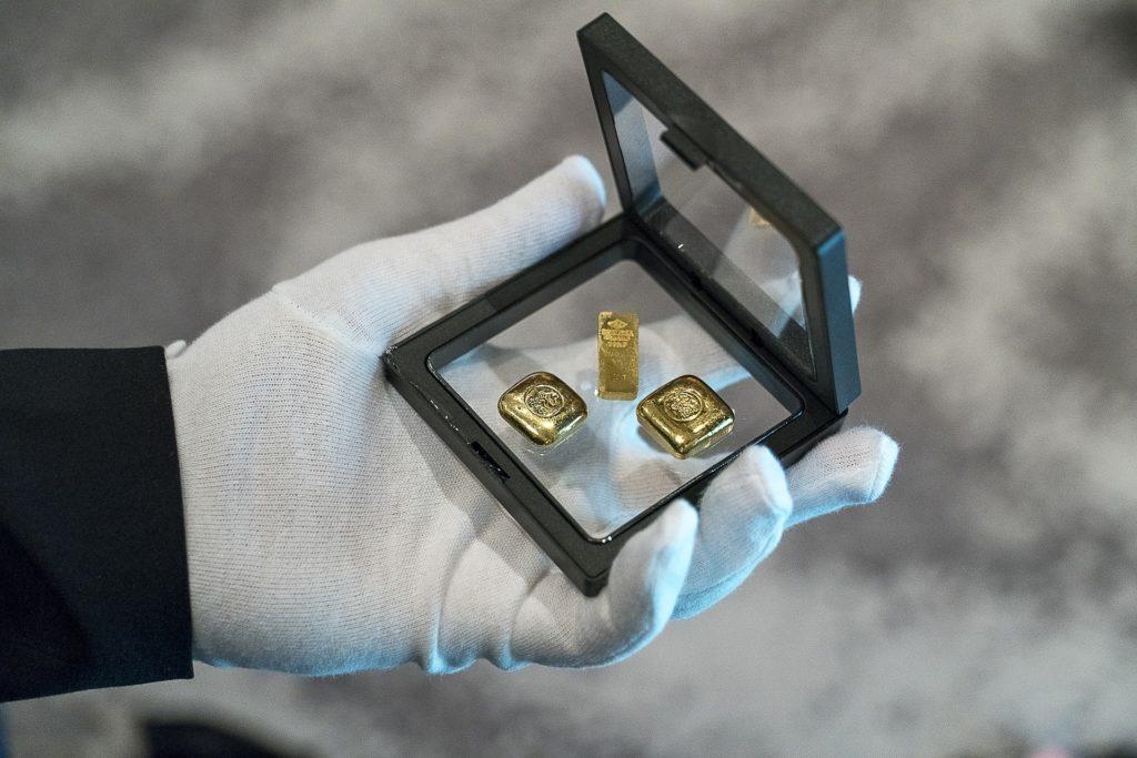 Investir dans l'or physique pour sécuriser son épargne , les conseils de Christophe Charve par Or en cash.