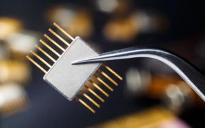 Mécanisme électronique comprenant des parties en or